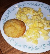 Cheesy-Biscuit with Eggs